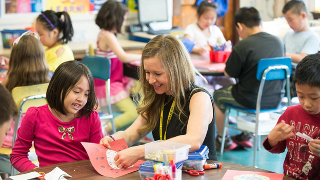 نقش معلم در یادگیری از طریق بازی